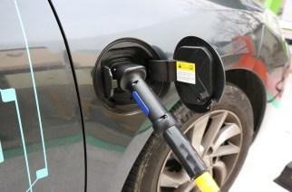 Colaboradores da Siemens poderão carregar veículos elétricos de graça