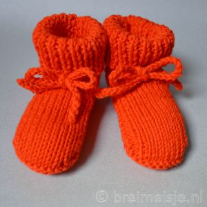 Oranje baby op Koningsdag - slofjes en mutsjes