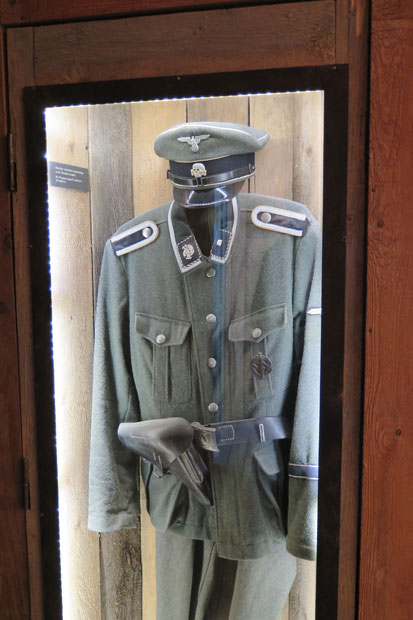 SS-Uniform im Museum