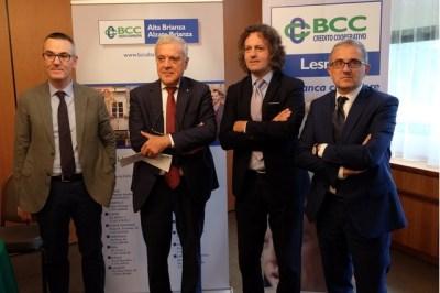 Nella foto: il direttore della BCC Alta Brianza Mauri, i Presidenti Pontiggia e Beretta, il direttore della BCC Lesmo Bernasconi