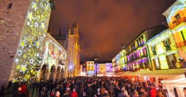 La folla di Como nel centro storico illuminato dal Magic Light Festival