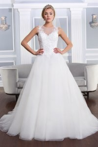 The 25 Most Popular Wedding Gowns of 2014 | BridalGuide
