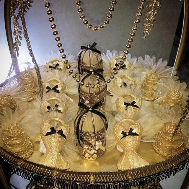 Chic Gatsby Themed Wedding Table Corset Treats