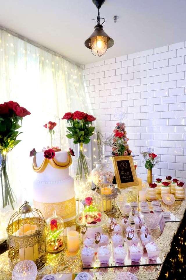 Beauty-And-The-Beast-Dream-Wedding-Rose-Arrangements