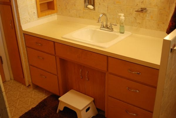 How to Paint Old Countertops