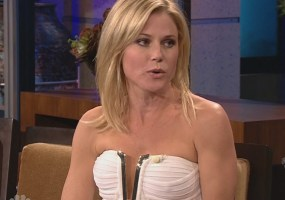 Julie Bowen boobs