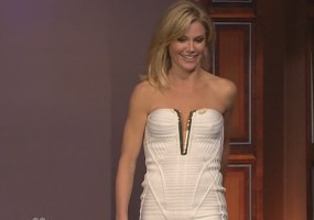Julie Bowen wardrobe malfunction