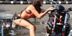 The sexiest woman washing a motorcycle fail you'll see today