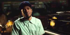 Rapper Curren$y explains the only reasons people love Chicago