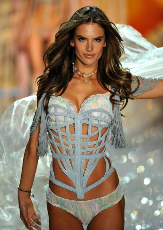 Alessandra-Ambrosio-Victorias-Secret-Fashion-Show-2013