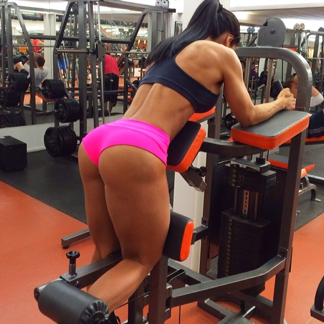 yes she squats