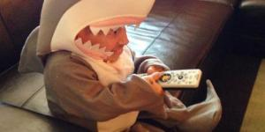 Verne Troyer displays his love for 'Shark Week' and it's fantastic
