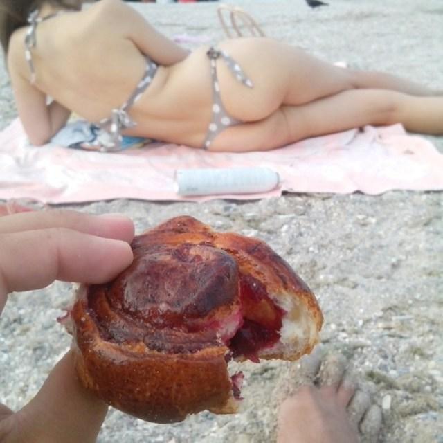 butt-vs-croissant