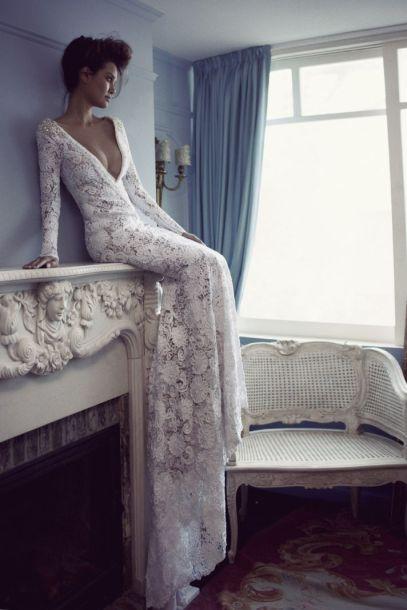 brudekjole-med-blonder-åpen-rygg