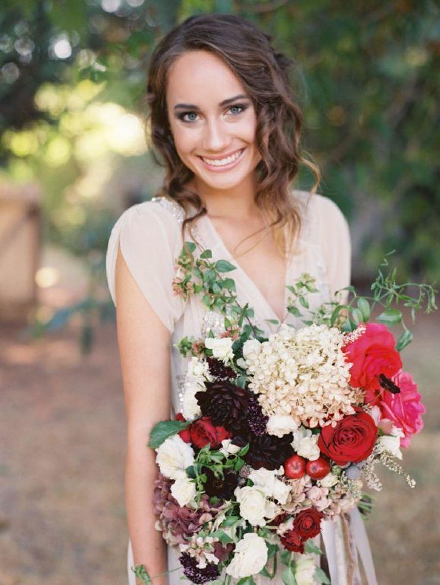 Landon-Jacob-bryllupsfotografering-vintage-brudebukett-brudekjole