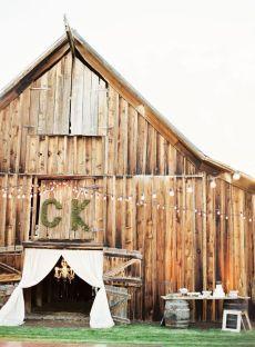 låve-bryllup-rustikk