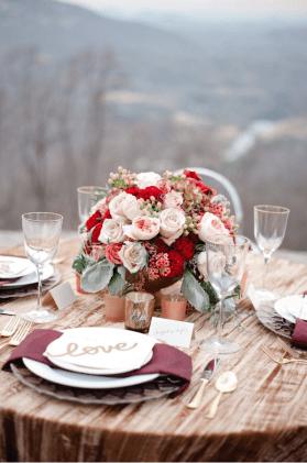 plomme-oliven-gull-fersken-bryllupsfarger-bryllupsbord-bryllupsblomster