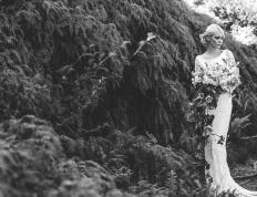 blonde-brudekjole-stor-brudebukett-brudeblogg-brudemote