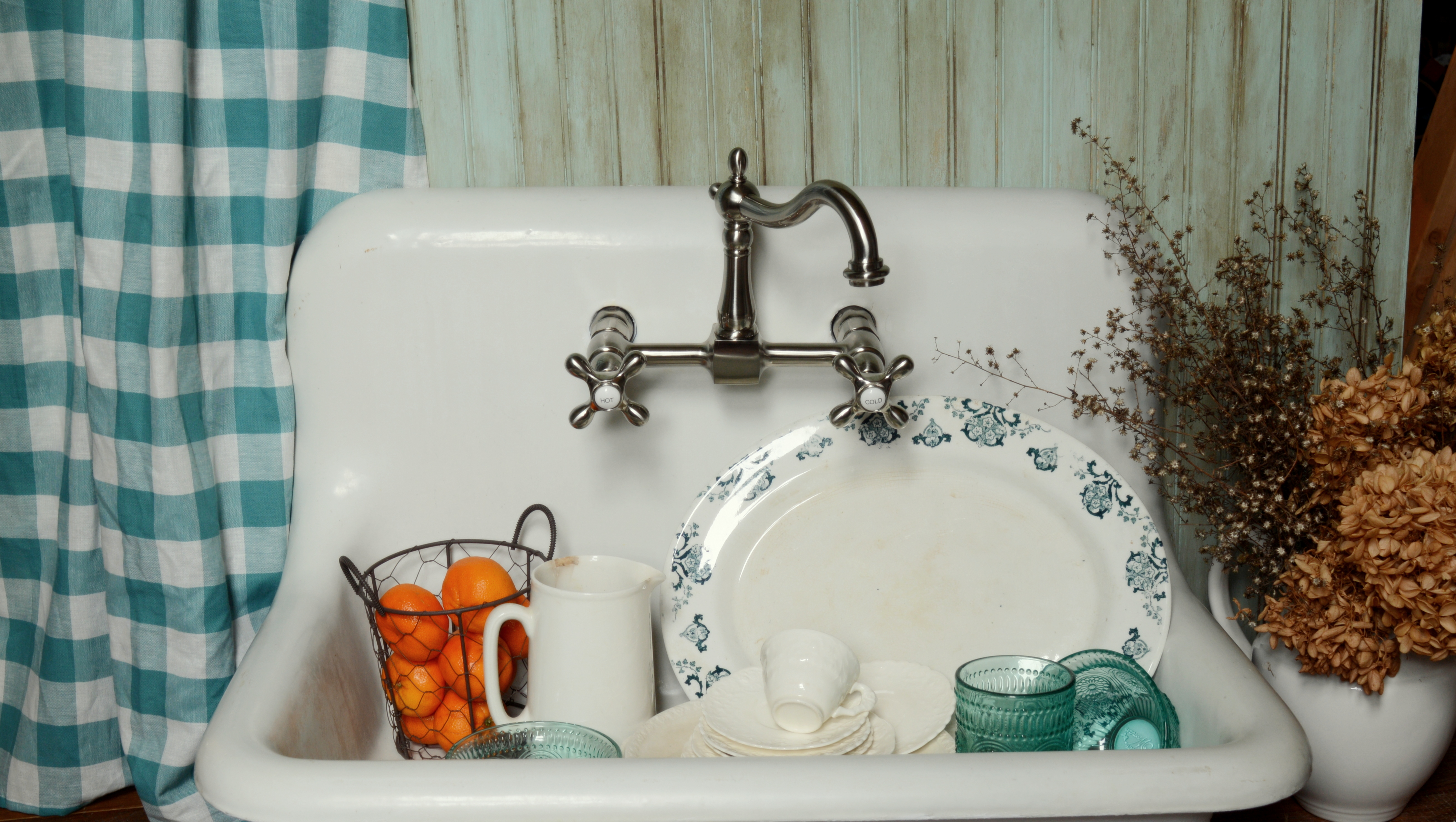 Antique Farm Sink Makeover {Tips For Restoring An Old Sink On A Budget}