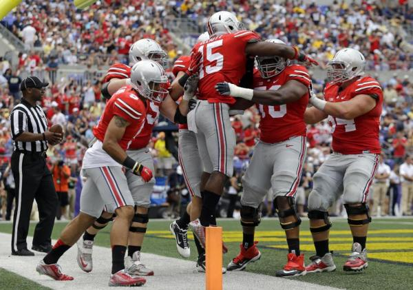 Ezekiel Elliott (15) celebrates