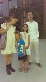 Деница и Калин Йорданови от Варна с дечицата си Александър и Василия, бяха едни от последните българи гласували в света. Фото Евгени Веселинов, BulgariCA.com