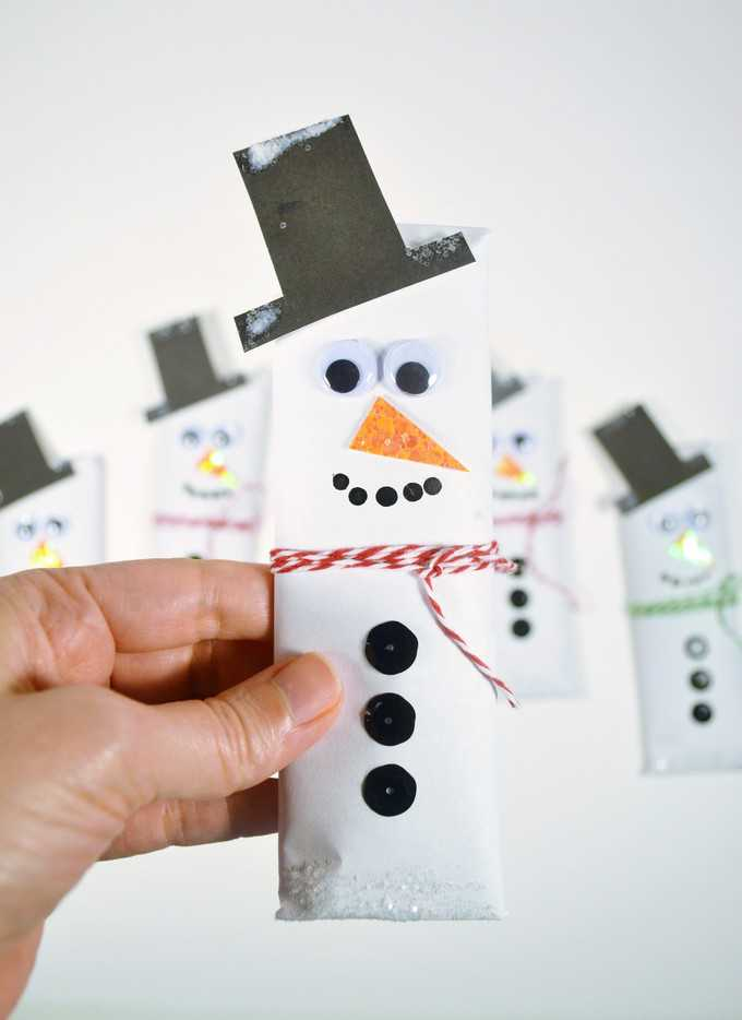 make snowman candy bars wrappers {a tutorial}