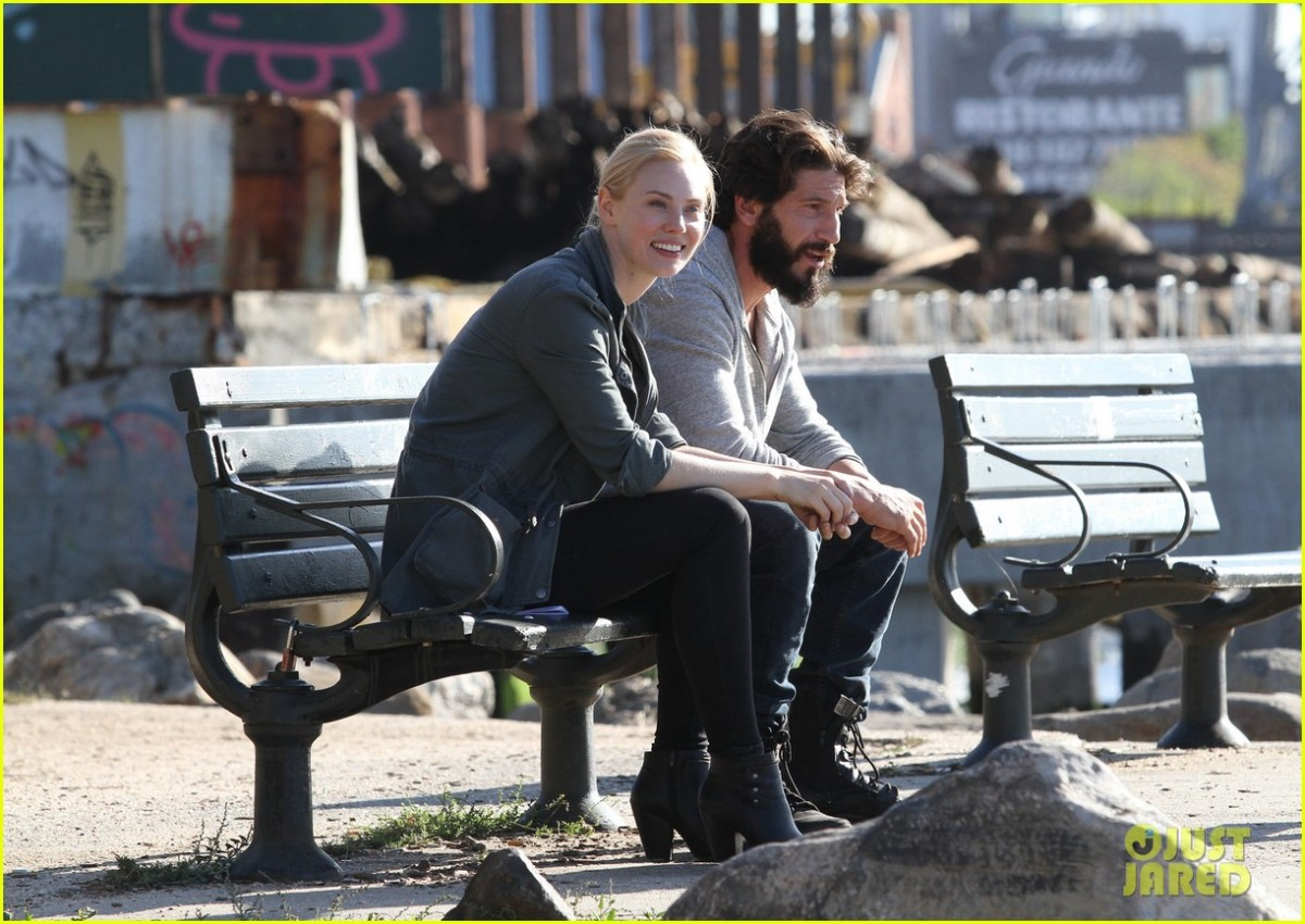 52195961 Jon Bernthal looks unrecognizable with long hair and full beard as the vigilante superhero 'The Punisher' filming with costar Deborah Ann Woll in Brooklyn's Kent avenue waterfront on October 5, 2016. FameFlynet, Inc - Beverly Hills, CA, USA - +1 (310) 505-9876