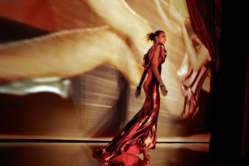 valeria marini fashion show. milan 2009