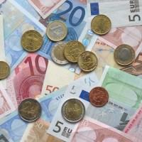 Gli euro agli immigrati
