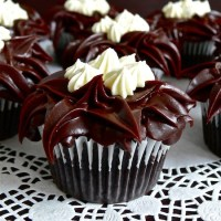 Yummy Mother's Day or my  Chocolate Mint  Cupcakes with Mint Condensed  Milk  Buttercream Filling and After Eight Ganache Frosting  (Serves 10)