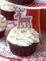 My almost 108 Sun Salutations or my Red Velvet Cupcakes with Cream Cheese Frosting ( Vegan Friendly) / Mes presque 108 Salutations au soleil ou mes Cupcakes Red Velvet et glaçage au fromage frais ( vegan)