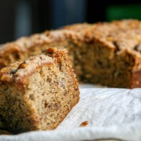 brown butter banana bread, with crumble