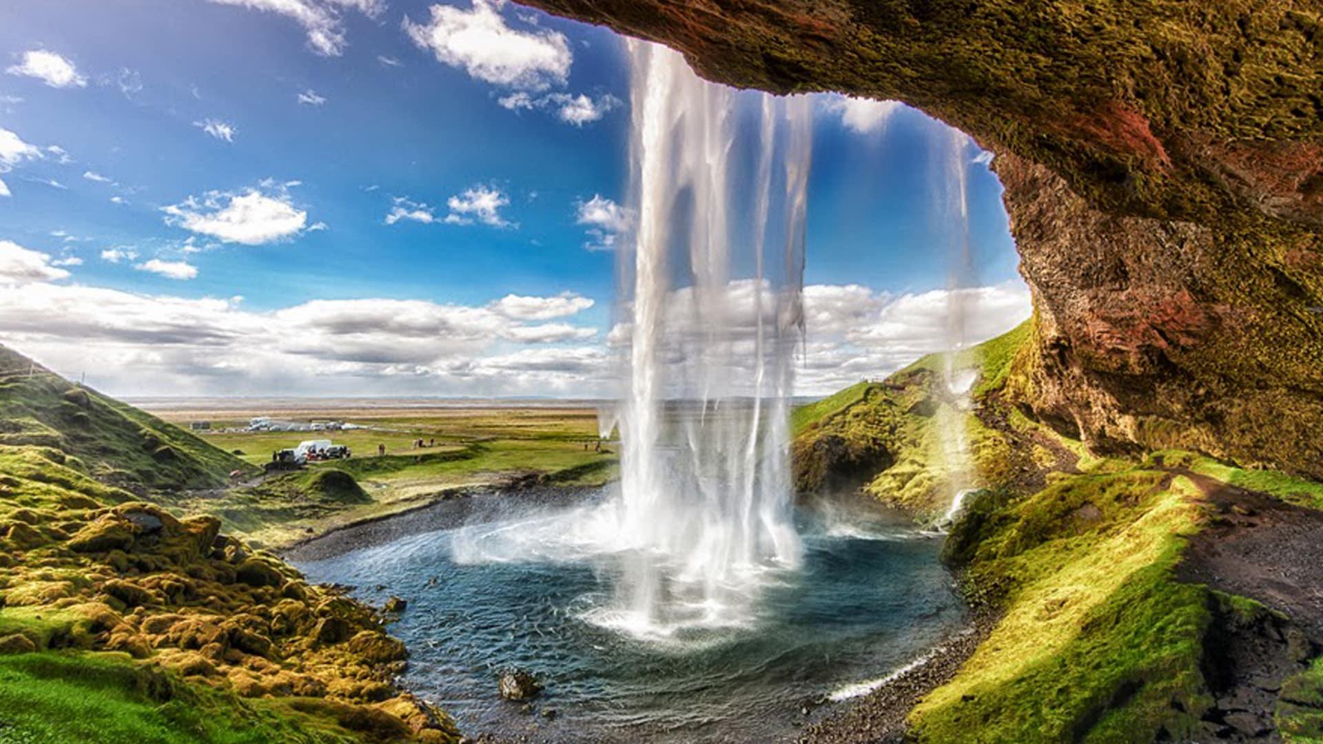 Wallpaper Hd 4k Walk Behind Seljalandsfoss Waterfall