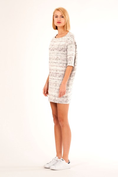 Loose fit dress with low shoulders, 3/4 sleeves and detail in back. By Barbara van der Zanden