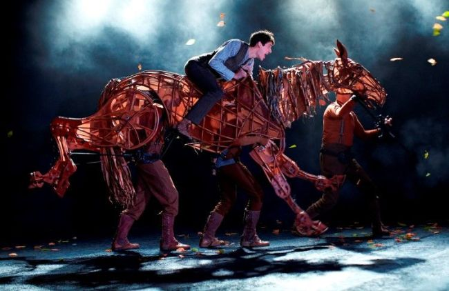 01-Photo-of-2011-War-Horse-West-End-cast-by-Brinkhoff-Mögenburg