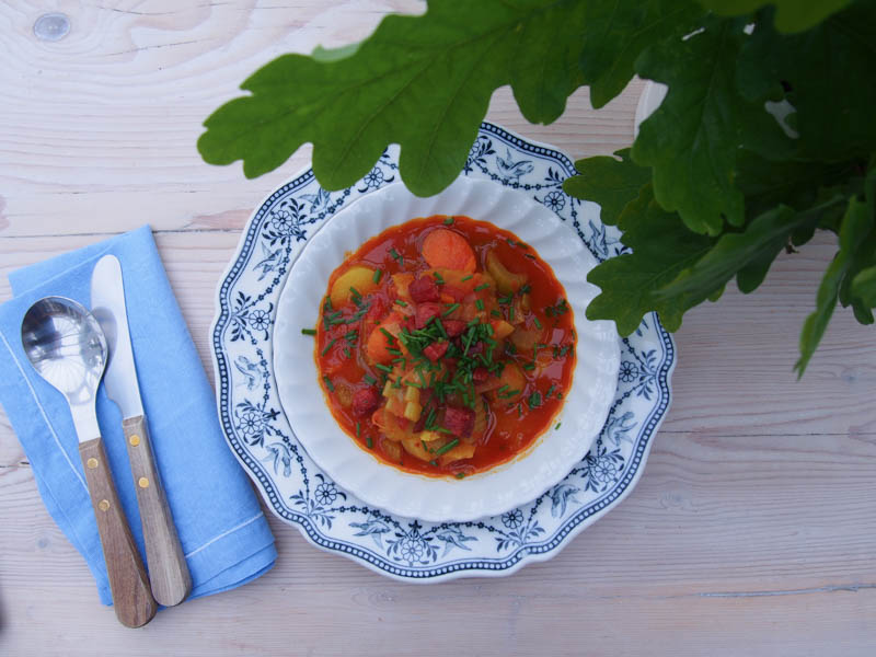 Mums Seaside Veggie Soup, Simple Soup recipes by rosie, www.therosedogblog.me