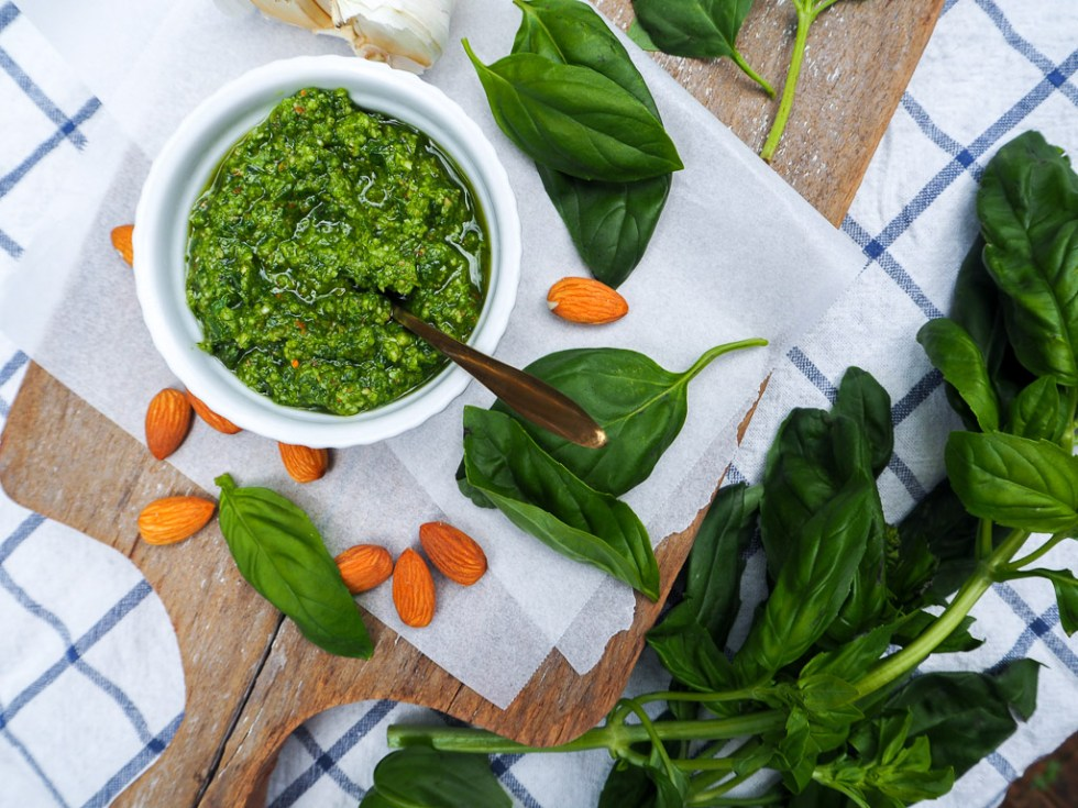 Homemade Green Pesto, Recipes by Rosie, www.by-rosie.com