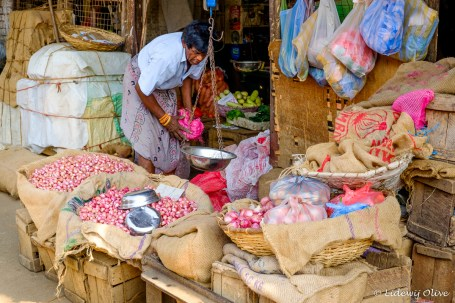 Pink must be his colour. Colombo bazaar