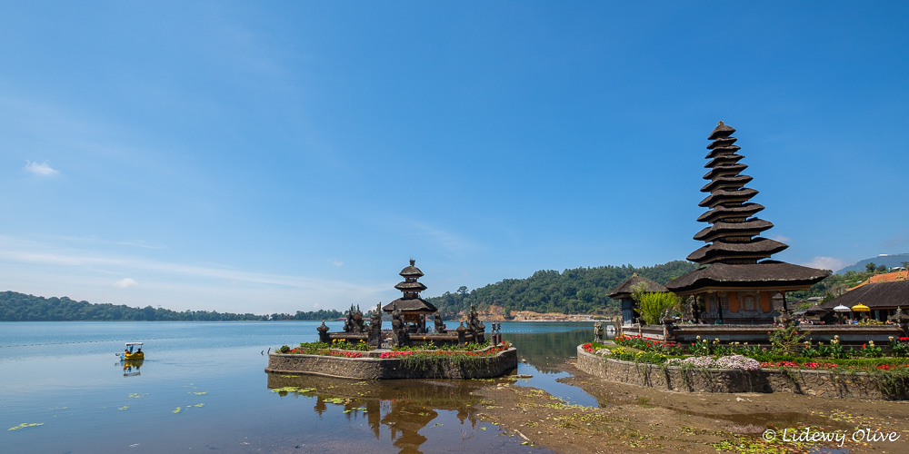 The 2 'islands' with temples