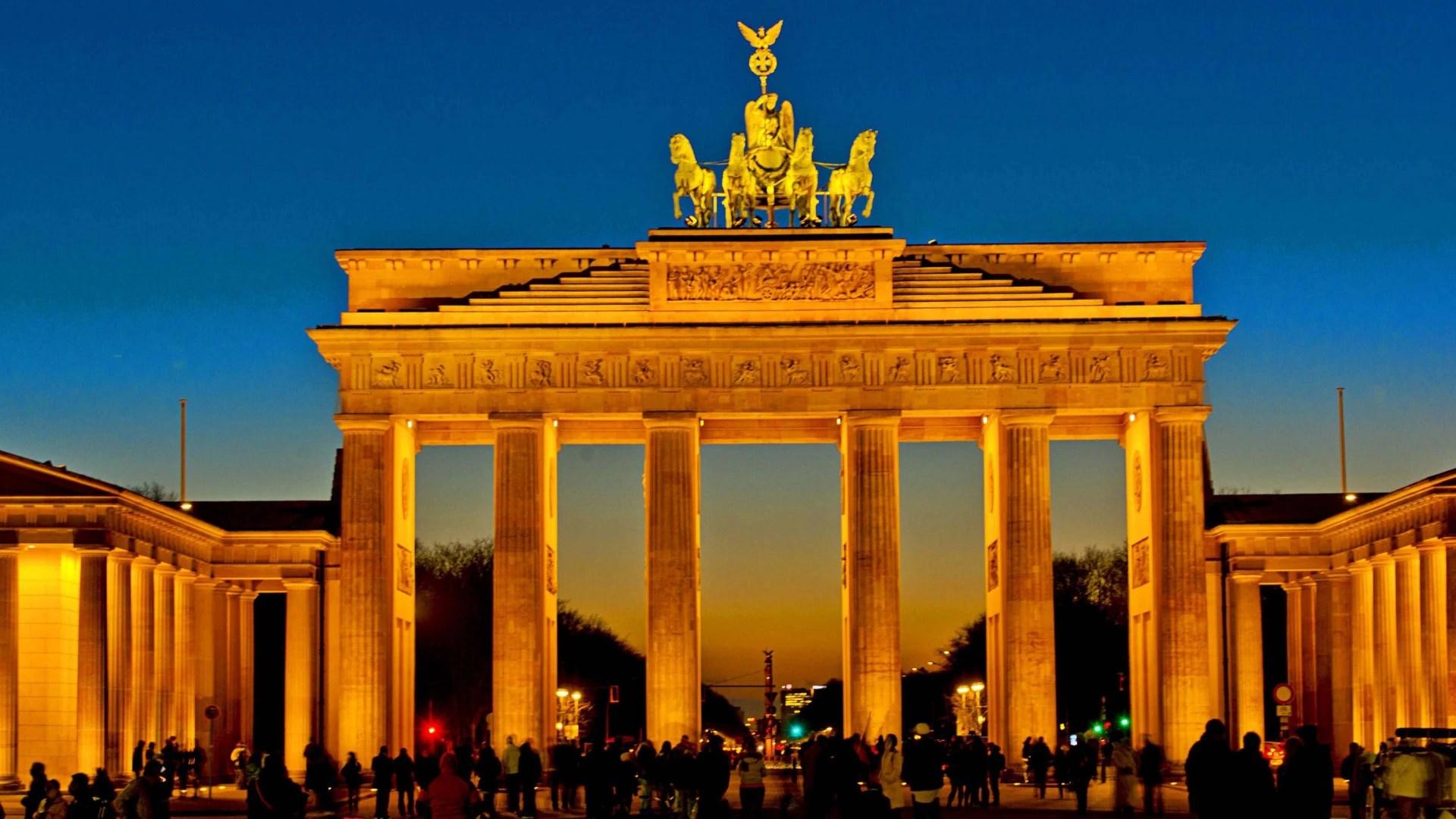 Wallpaper Mobil Sport Hd Brandenburger Tor Bei Nacht B Z Berlin