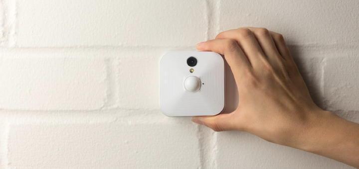 Quadratisch, praktisch, gut? Die Kameras von Blink wollen Überwachung von Immobilien einfach und kostengünstig machen