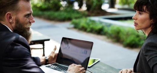Geht auch im Grünen: Manches Meeting lässt sich auch aus dem Büro nach draußen verlegen, sogar mit Hilfe von IoT – Foto: Rawpixel.com