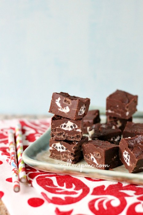 KISSES Cookies Cream Chocolate Fudge w
