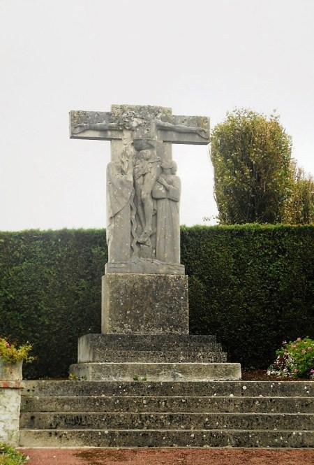 Calvaire sculpté sur la D 951 rue Sadi Carnot