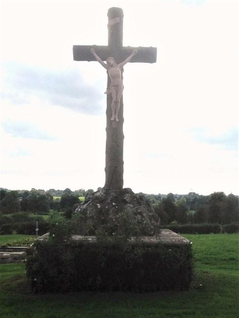 Vue rapprochée du calvaire au cimetière