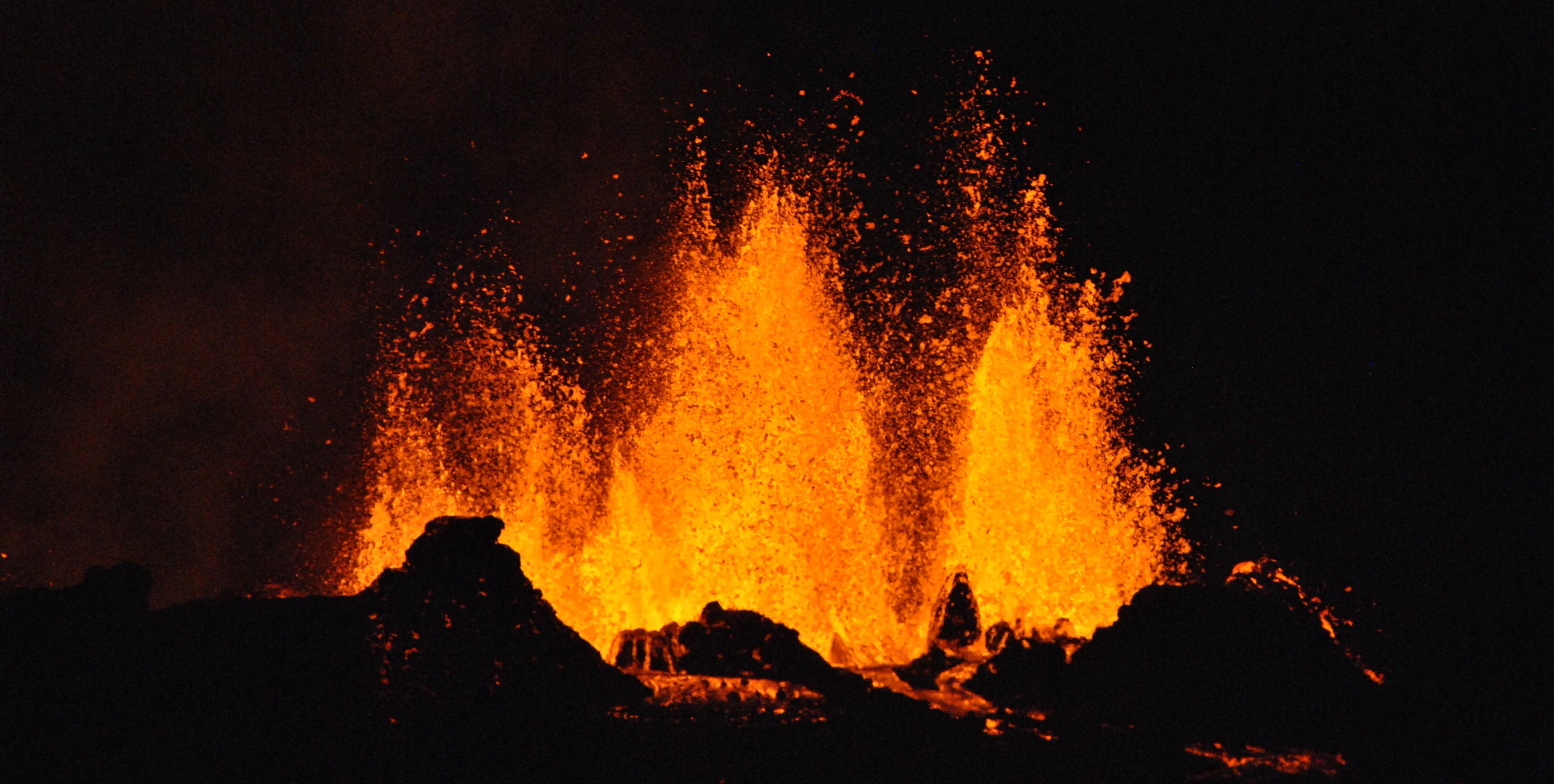 Lion Quotes Wallpaper Volcano Erupting Under Burning Collection 12 Wallpapers