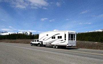Travel Trailer vs 5th Wheel: 23 differences to know before buying - Camper Report