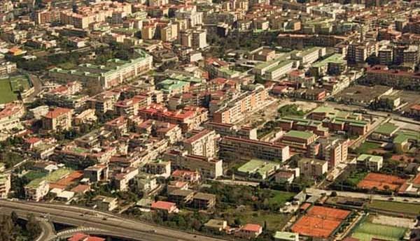Droga trasportata nelle lattine dei pelati e in una fioriera: arrestato 37enne di Soccavo