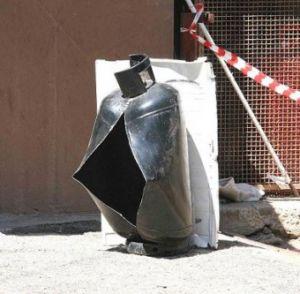 Scoppia bombola di gas, anziano ferito