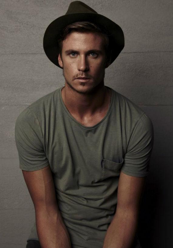 roupas_moda_masculina_camiseta_basica